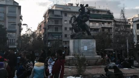 Κυκλώματα διακινητών δρουν στην Ελλάδα για να βγάλουν τους πρόσφυγες από τα κλειστά σύνορα