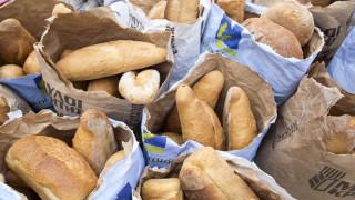 Χωρίς ΦΠΑ η δωρεάν διάθεση τροφίμων, φαρμάκων και ρούχων για τους πρόσφυγες