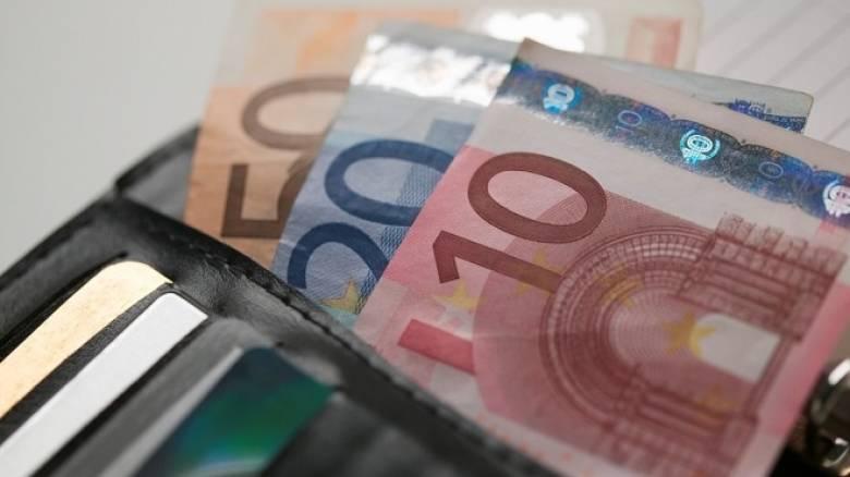 Διεύρυνσης της φορολογικής βάσης μέσω μείωσης του αφορολογήτου θέλουν οι θεσμοί