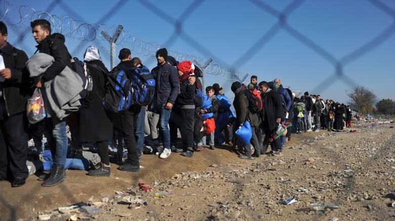 Εκατοντάδες οι συλλήψεις διακινητών προσφύγων στα ελληνοτουρκικά σύνορα