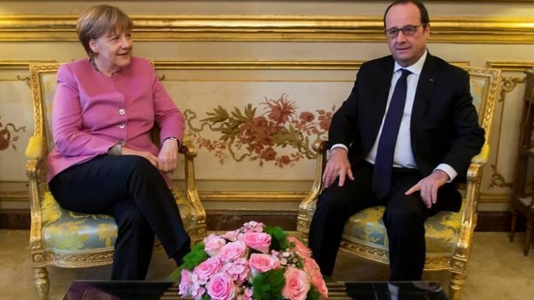 Συνάντηση Ολάντ-Μέρκελ στο Παρίσι με φόντο την προσφυγική κρίση