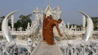 Ένας ολόλευκος ναός στην Ταϊλάνδη