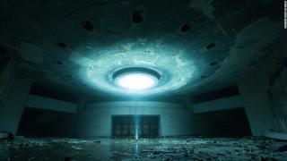 Απαθανατίζοντας την απόκοσμη σαγήνη των τοπίων της πυρηνικής καταστροφής