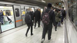 45χρονος έπεσε στις γραμμές του μετρό και σκοτώθηκε