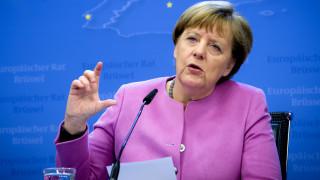 Μέρκελ: Η Ελλάδα να υλοποιήσει άμεσα την υπόσχεσή της για φιλοξενία 50.000 προσφύγων