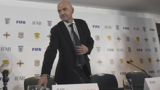 """Ιστορική αλλαγή στους κανονισμούς από την FIFA με το """"ναι"""" στην χρήση του βίντεο από τους διαιτητές"""