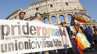 Διαδήλωση στη Ρώμη υπέρ των ομόφυλων ζευγαριών