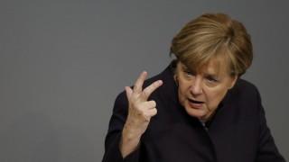 Υπεραμύνεται της μεταναστευτικής πολιτικής της η Μέρκελ