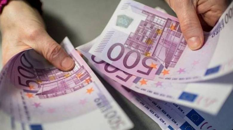 Με το αζημίωτο «χαλάνε» τα χαρτονομισμάτα των 500 ευρώ οι τράπεζες