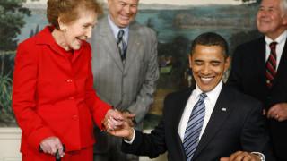 Φόρος τιμής των Ομπάμα στην Νάνσι Ρίγκαν για το ρόλο της