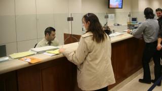 «Κόκκινα» δάνεια: Κίνητρα στις τράπεζες για διαγραφές