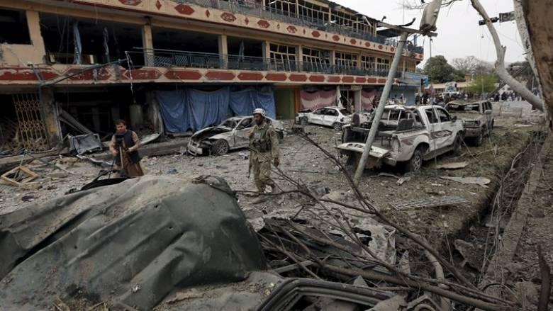 Πακιστάν: Επίθεση αυτοκτονίας από Ταλιμπάν έξω από δικαστήριο