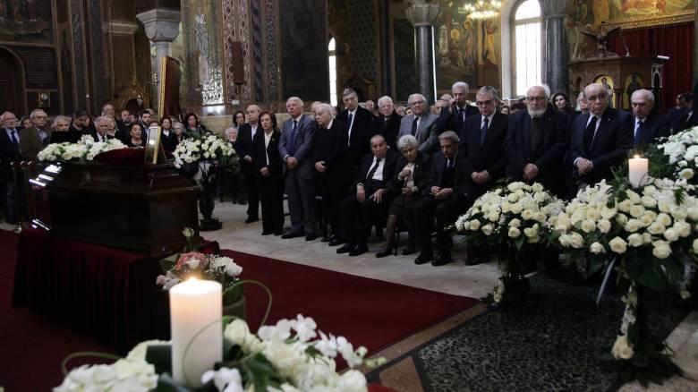 Πλήθος κόσμου στην κηδεία του Παναγιώτη Τέτση