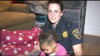 Δίχρονη καλεί την αστυνομία για... στυλιστική βοήθεια!