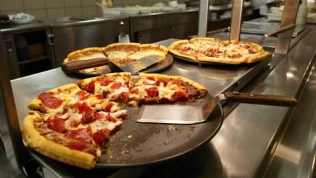 Αποζημίωση καταναλωτή για τραυματισμό από κουκούτσι ελιάς σε πίτσα