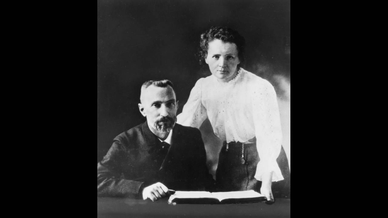 https://cdn.cnngreece.gr/media/news/2016/03/08/24492/photos/snapshot/Pierre_Curie_and_Marie_Sklodowska_Curie_1867-19341903.jpg