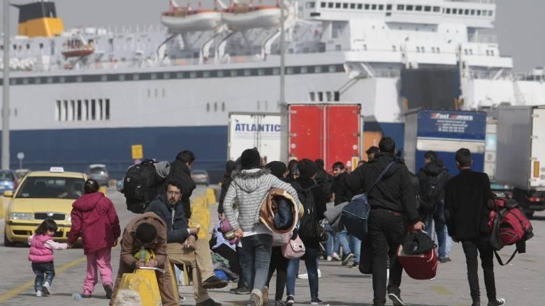 529 πρόσφυγες και μετανάστες έφτασαν στο λιμάνι του Πειραιά