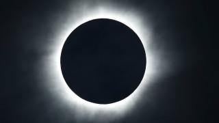 Ολική έκλειψη ηλίου: Ένα επιβλητικό υπερθέαμα