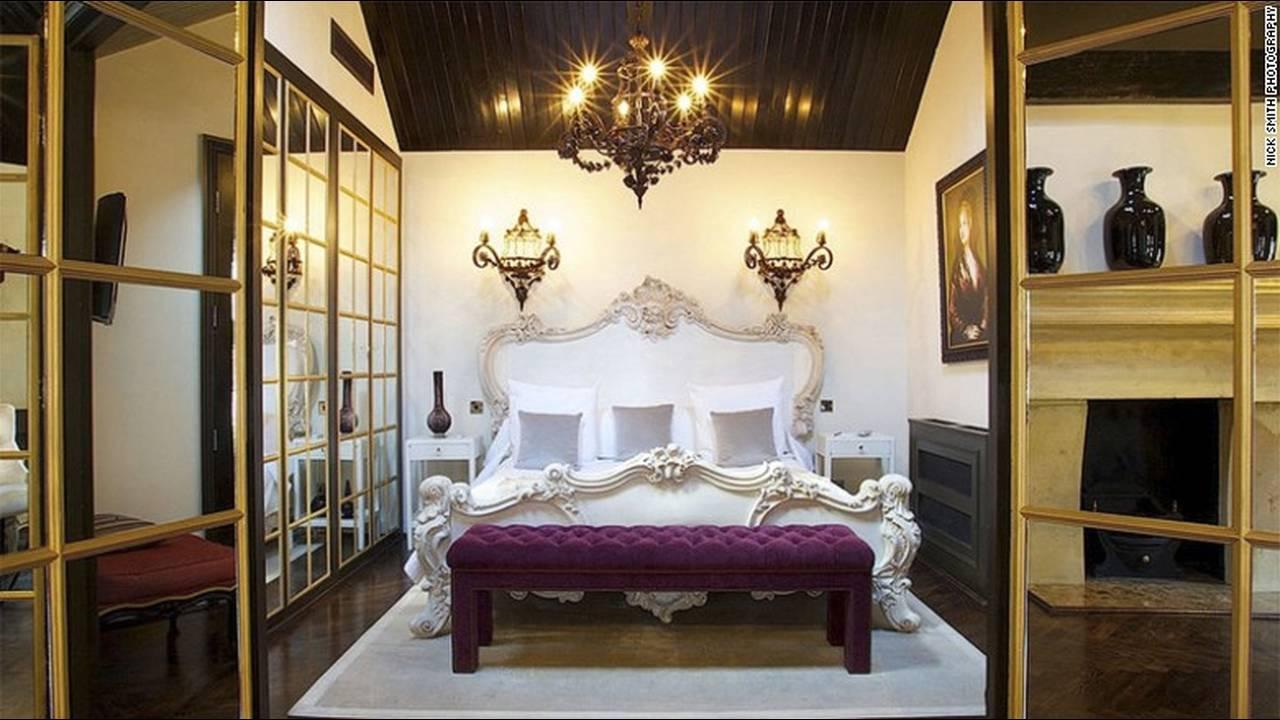 https://cdn.cnngreece.gr/media/news/2016/03/09/24611/photos/snapshot/160212071523-celebrityownedhotels-number-11-cadogan-gardens-hurley.jpg