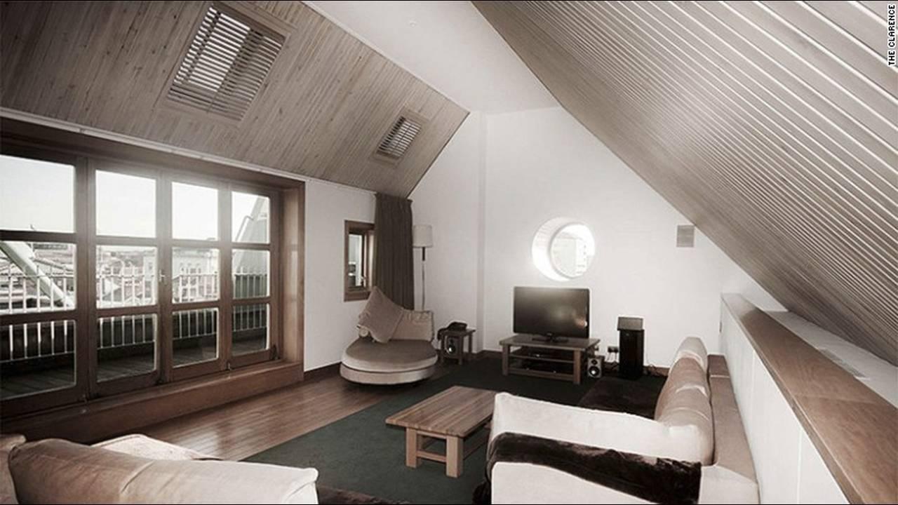 https://cdn.cnngreece.gr/media/news/2016/03/09/24611/photos/snapshot/160212071721-celebrityownedhotels-the-clarence-bono.jpg