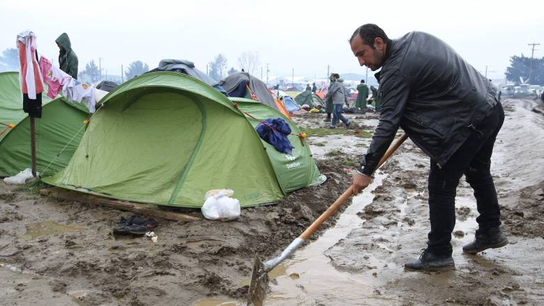 Δρίτσας σε ταξιδιωτικούς πράκτορες: Μη βγάζετε εισιτήρια στους πρόσφυγες για Ειδομένη