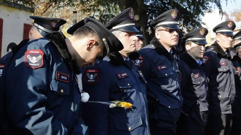 Iταλoί αστυνομικοί στα ελληνοαλβανικά σύνορα για τους πρόσφυγες