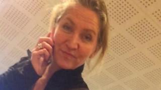 Δανή συγγραφέας δικάζεται επειδή μετέφερε πρόσφυγες με το ΙΧ της...