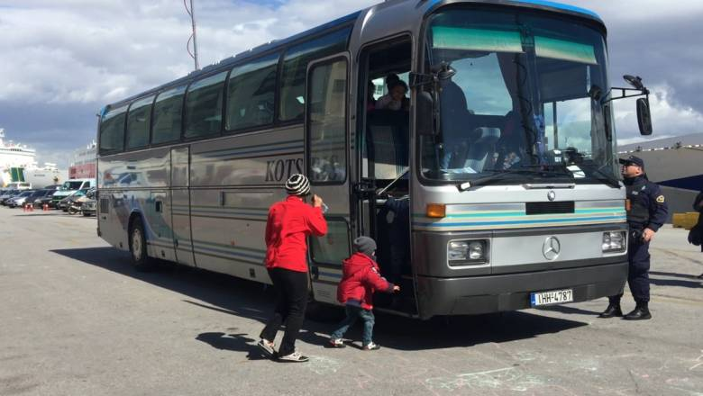 Συνεχίζεται η αποσυμφόρηση από τους πρόσφυγες στο λιμάνι του Πειραιά