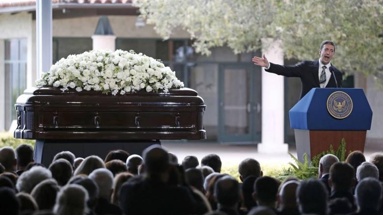 Το «τελευταίο αντίο» στη Νάνσυ Ρίγκαν