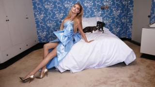 Η Kate Upton είναι μια πληθωρική, άεργη νοικοκυρά στο V Magazine