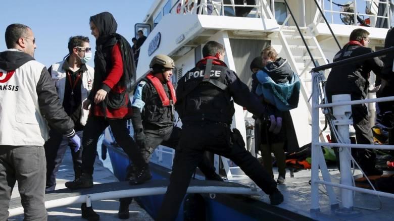 Spiegel: Σε Ελλάδα και όχι σε Τουρκία η παράδοση προσφύγων από τα γερμανικά σκάφη