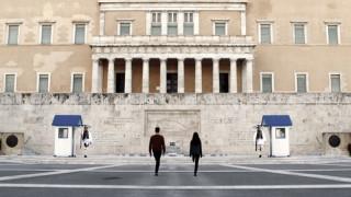 Ένα βήμα μπρος, δύο βήματα πίσω: Στέφανος Τσιβόπουλος, 'Project Syntagma'