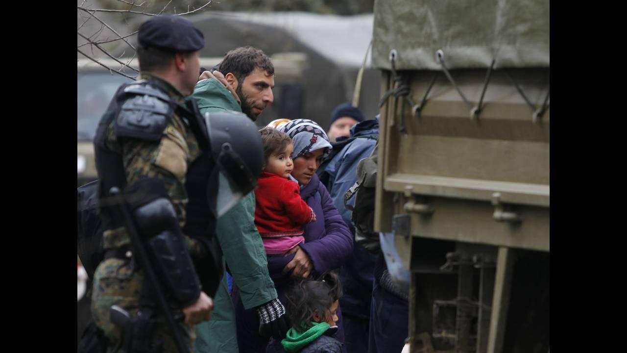 https://cdn.cnngreece.gr/media/news/2016/03/14/25221/photos/snapshot/EUROPE-MIGRANTSREUTERSOgnenTeofilovski5.jpg
