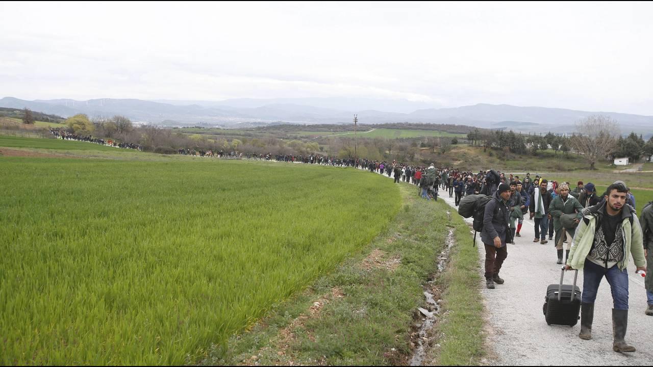 https://cdn.cnngreece.gr/media/news/2016/03/14/25221/photos/snapshot/MIGRANTS-GREECE2.jpg