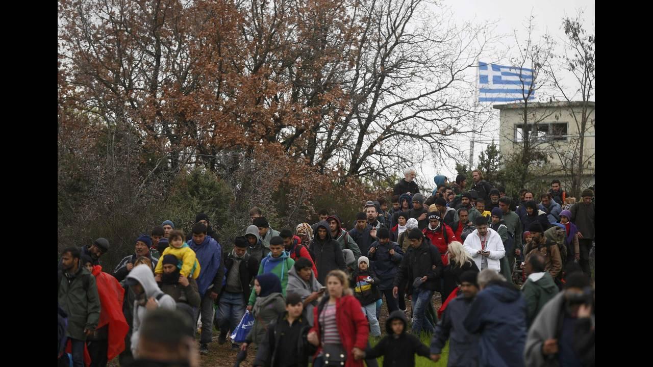 https://cdn.cnngreece.gr/media/news/2016/03/14/25221/photos/snapshot/MIGRANTS-GREECE8.jpg