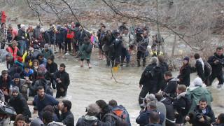 Ένταση στα σύνορα με πΓΔΜ - Συνέλαβαν μετανάστες και φωτορεπόρτερ