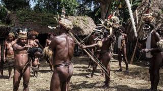 Χρυσή ευκαιρία... Η φυλή Μαϊλουλού στην Παπούα Νέα Γουινέα ψάχνει δέκα εθελοντές