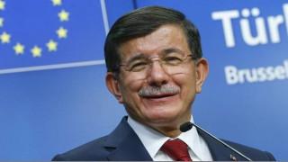 Αχ. Νταβούτογλου: Δε θα κάνουμε την Τουρκία «ανοιχτή φυλακή» για πρόσφυγες