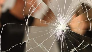 Τρεις στους δέκα άντρες στην Ελλάδα κακοποιούνται σωματικά από τη γυναίκα