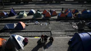 Αυστριακός υπουργός Άμυνας: Ζητά ευρωπαϊκό στρατό στα ελληνικά σύνορα για τους πρόσφυγες