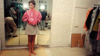 Ο Isaac Mizrahi στη Νέα Υόρκη της μόδας και του πανηδονισμού των 80ς