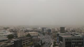 Αποπνικτική η ατμόσφαιρα λόγω αφρικανικής σκόνης και θυελλωδών νοτιάδων