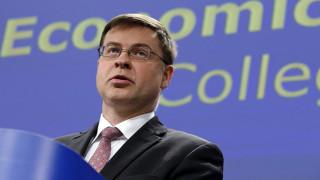 Ντομπρόβσκις: Δεν συνδέονται αξιολόγηση και προσφυγικό