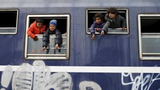 Ειδομένη: Ξεκίνησε η μεταφορά προσφύγων σε κέντρα προσωρινής μετεγκατάστασης
