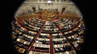 Διπλό μέτωπο κυβέρνησης κατά ΔΝΤ για τις συντάξεις και ΝΔ για ζητήματα διαφθοράς