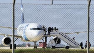 Αεροπειρατεία Κύπρος: Ζωσμένος με εκρηκτικά ο αεροπειρατής