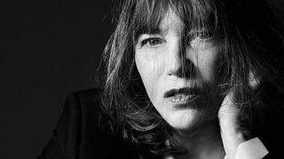 Η Jane Birkin για τον Saint Laurent υπενθυμίζει ότι η μόδα αγαπάει τις ώριμες γυναίκες