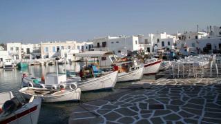 Bloomberg: Η Ελλάδα κερδίζει τους τουρίστες από την Τουρκία