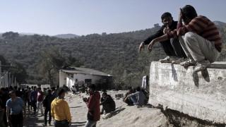 Καταγγελία για μεταφορά προσφύγων με χειροπέδες από τον ΣΥΡΙΖΑ Λέσβου