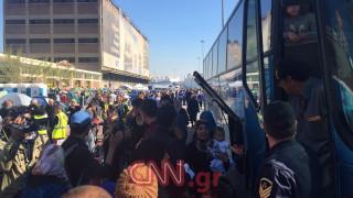 Μεταφορά προσφύγων από το λιμάνι του Πειραιά στην Κυλλήνη